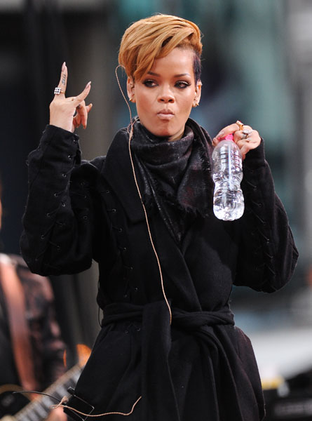 Singer Rihanna performs on ABC's 'Good Morning America' in Times Square on Tuesday, Nov. 24, 2009 in New York. (AP Photo/Evan Agostini)