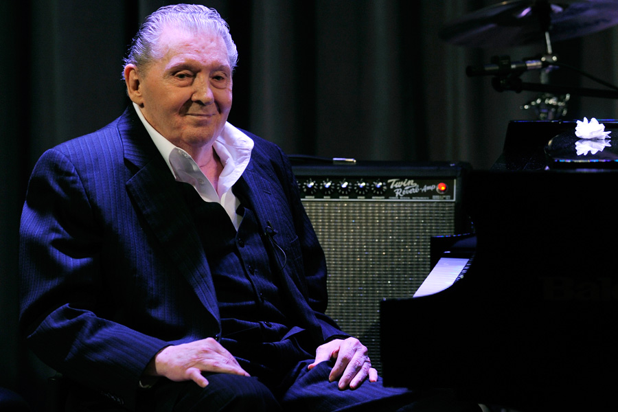 Jerry Lee Lewis Great Balls of Fire singer in hospital
