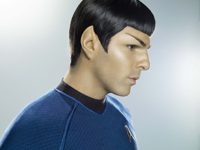 spock actor zachary quinto denies that he s quitting star