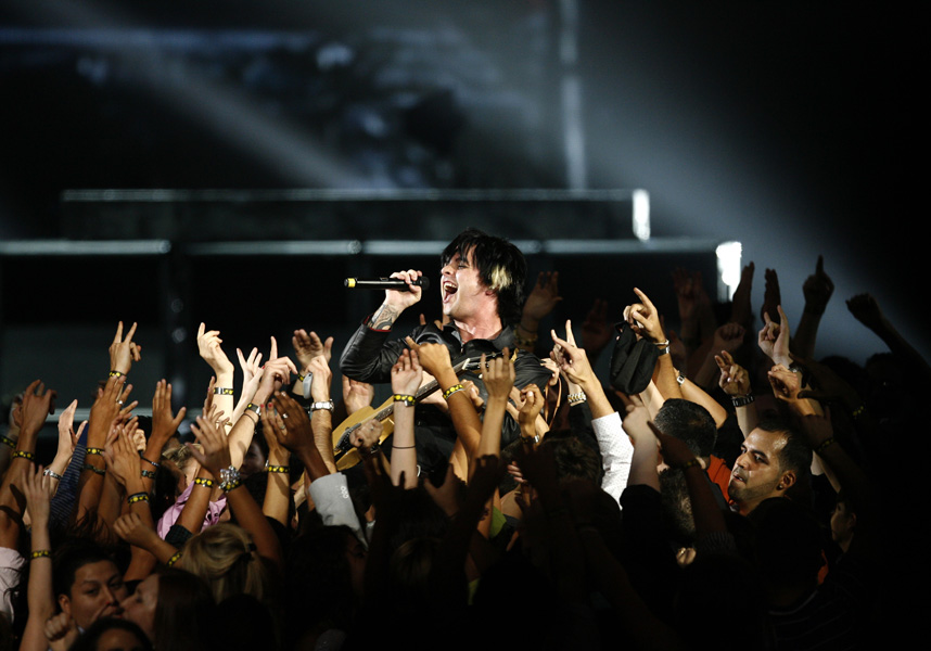 Billy Joe Armstrong of the band Green Day performs during the MTV Video Music Awards on Sunday Sept. 13, 2009 in New York.  (AP Photo/Jason DeCrow)