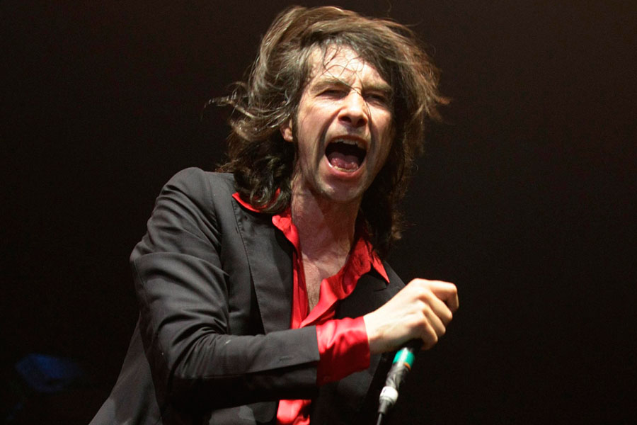 Bobby Gillespie screaming