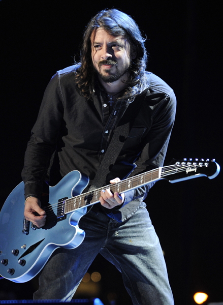 Dave Grohl of the Foo Fighters perform at the 50th Annual Grammy Awards on Sunday, Feb. 10, 2008, in Los Angeles. (AP Photo/Chris Pizzello)