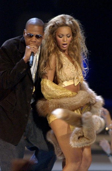 Rapper Jay-Z and Hip-Hop artist Beyonce Knowles perform together at the MTV Video Music Awards at New York's Radio City Music Hall Thursday, Aug. 28, 2003. (AP Photo/Julie Jacobson)