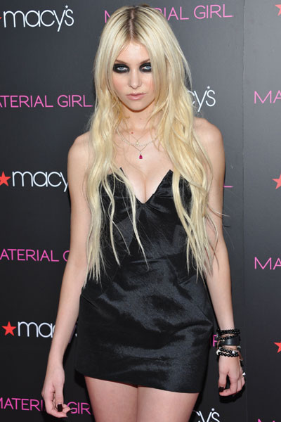 The pretty reckless taylor momsen appears fully nude in new video the pretty reckless taylor momsen appears fully nude in new video watch nme m4hsunfo