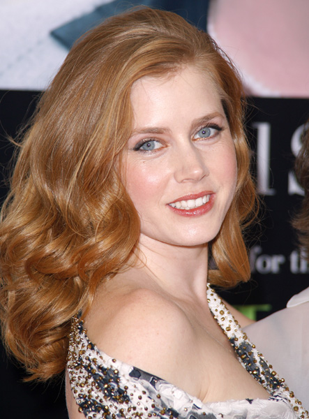 Actress Amy Adams poses at the 'Julie & Julia' premiere at the Ziegfeld Theater in New York.