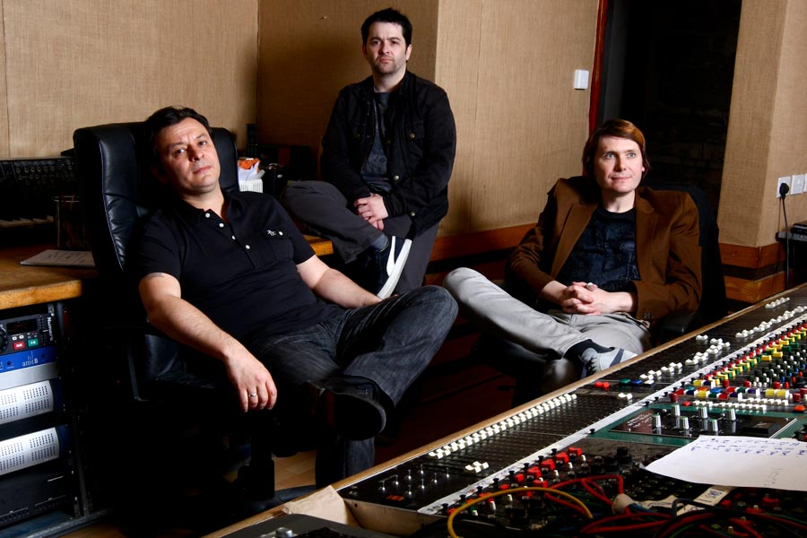 Manic Street Preachers record new song with Cate Le Bon