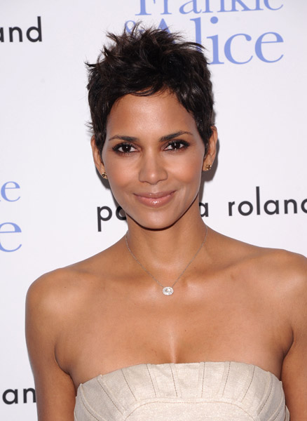 "Actress Halle Berry attends a special screening of ""Frankie & Alice"" in New York, on Wednesday, Nov. 17, 2010. (AP Photo/Peter Kramer)"