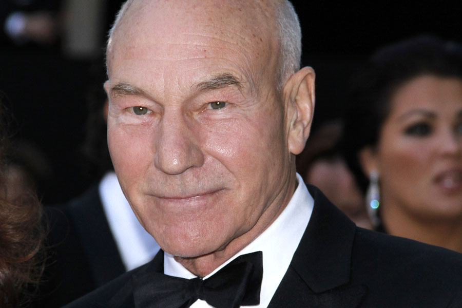X Men' star Patrick Stewart eats his first slice of pizza at