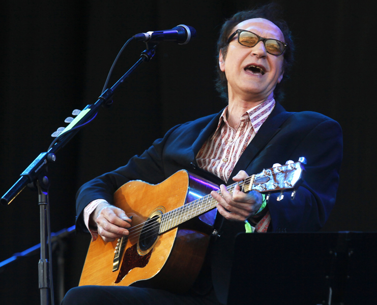British musician Ray Davies performs at the Glastonbury Festival, in Glastonbury, England, Sunday, June 27, 2010. The Festival celebrates its 40th anniversary this year. (AP Photo / Jim Ross)
