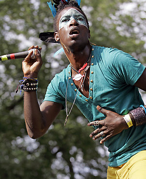 Saul Williams performs at Lollapalooza in Chicago's Grant Park on Sunday, Aug. 3, 2008 (AP Photo/Russel A. Daniels)