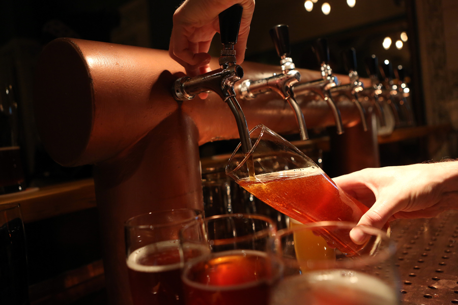 Songs that reference alcohol brands encourage binge drinking, report