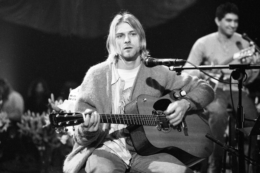 Foo Fighters Muse Lead Tributes To Kurt Cobain Watch