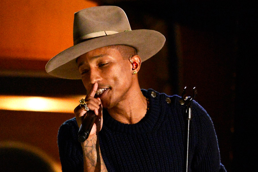 Pharrell joined onstage by Snoop Dogg, P Diddy, Gwen Stefani at ...