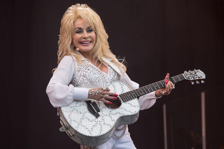 Dolly Parton S Glastonbury Set In 9 Awesome Photos Nme