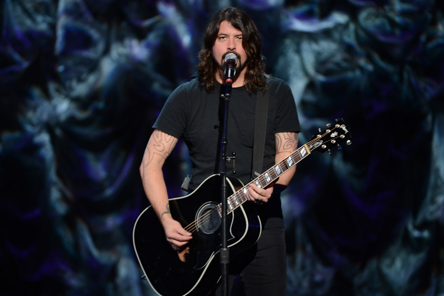 Watch Dave Grohl Cover The Beatles Hey Bulldog Video