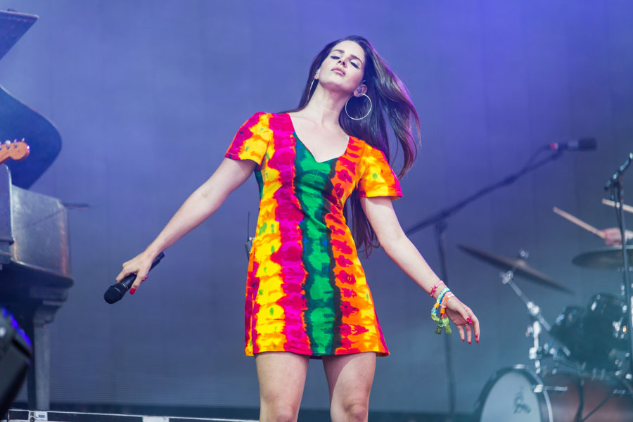 How Lana Del Rey S Heart Breaking Glastonbury Set Turned