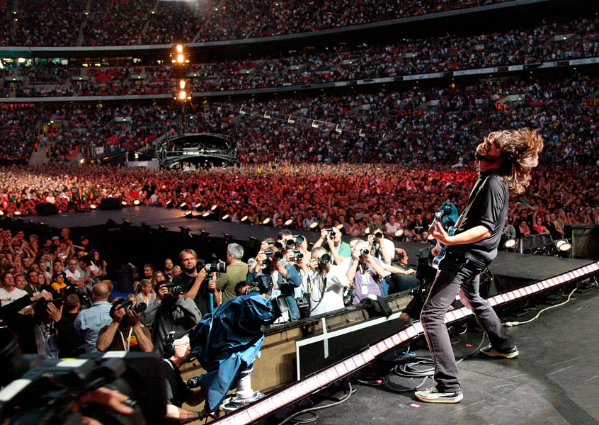 9 Of The Most Explosive Foo Fighters Riffs