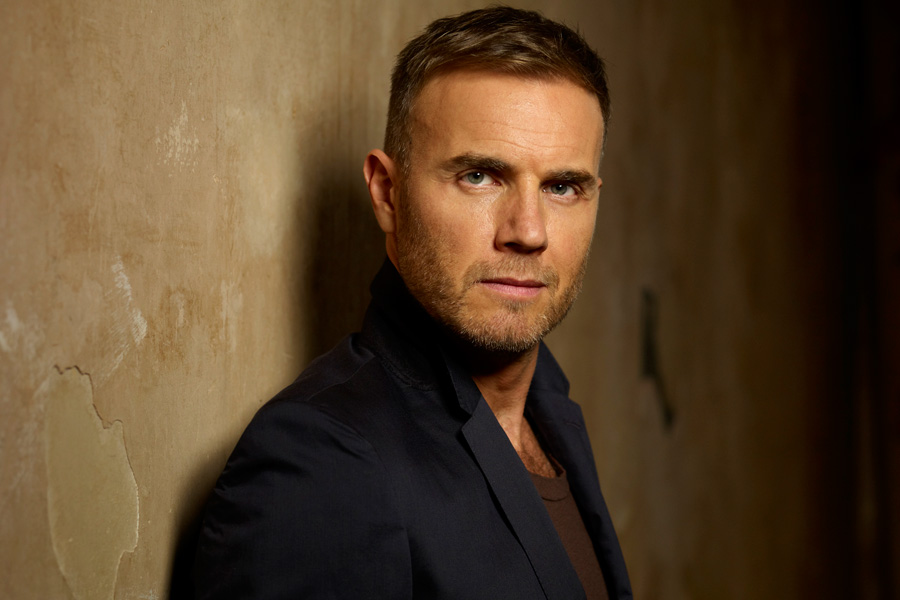 Gary Barlow Surprise Performs A Million Love Songs At Fan S Wedding