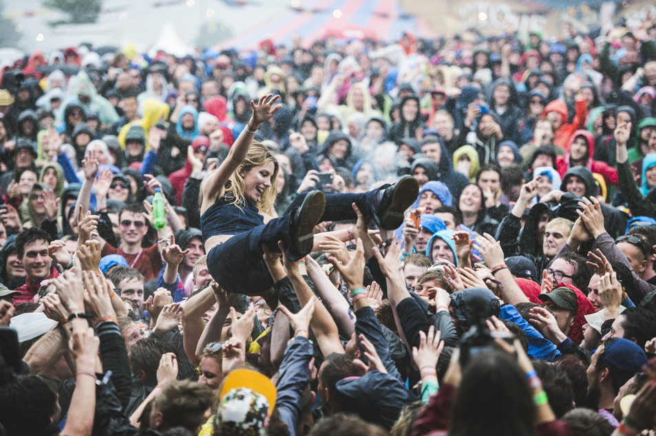 Wolf Alice Members Crowdsurf During Rain Soaked