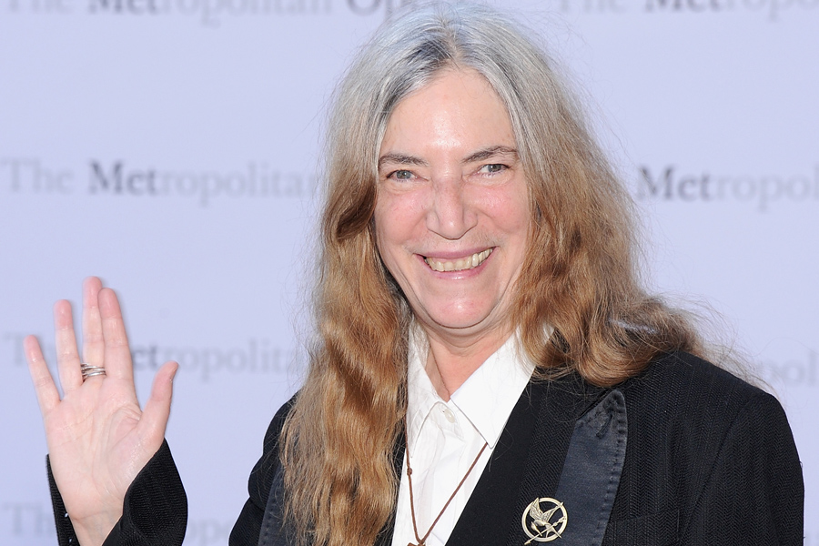 Patti Smith Cries As Fan Returns Items Stolen From Her Tour