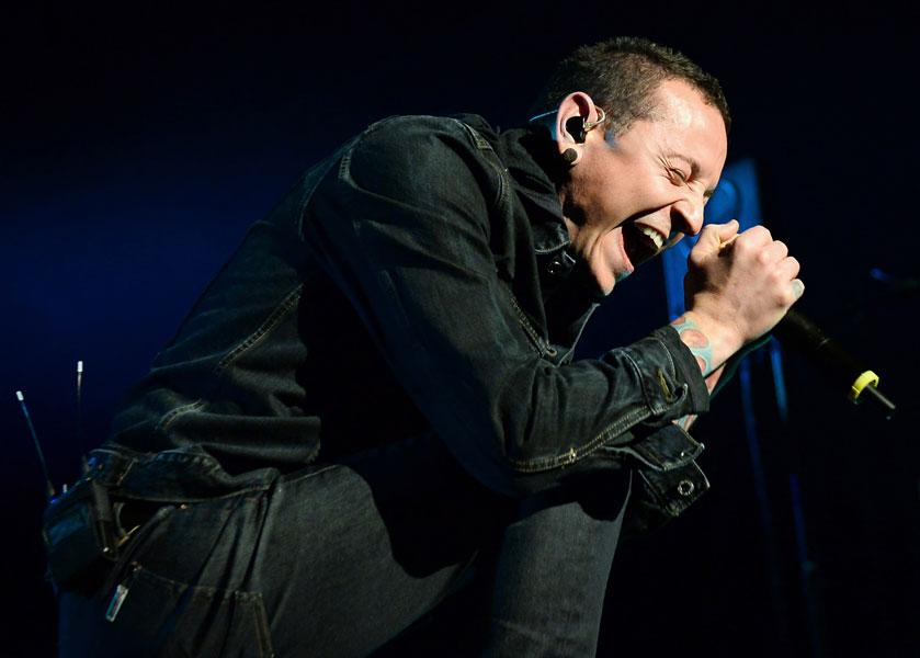 Linkin Park singer Chester Bennington breaks ankle during basketball game - watch - NME