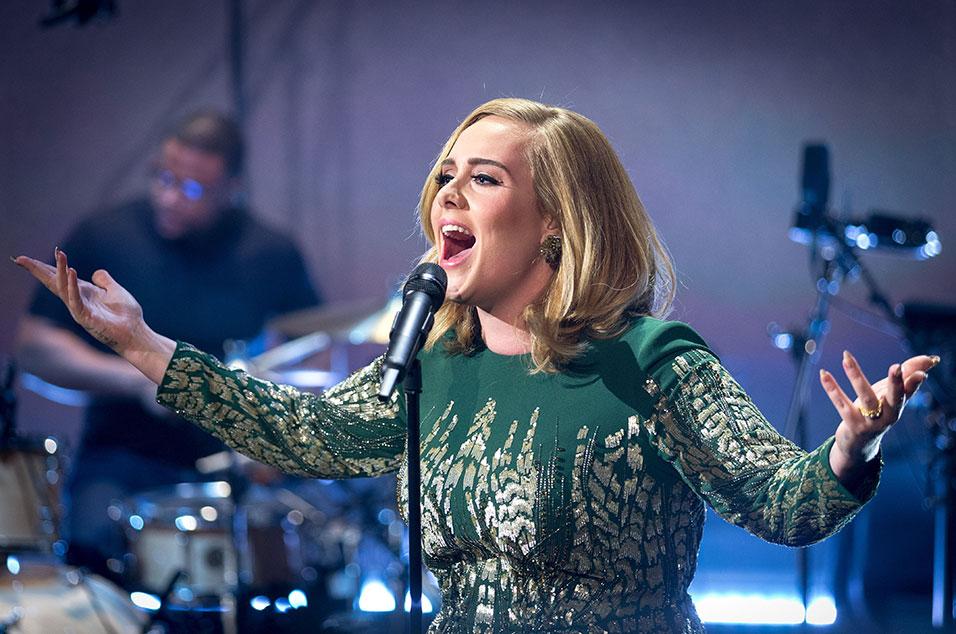 33fa5fcefce217 Adele announces onstage that she is headlining Glastonbury Festival 2016