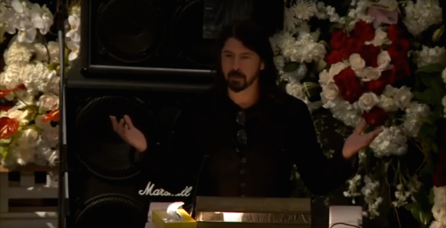 Dave Grohl And Slash Pay Tribute To Lemmy At Funeral Of