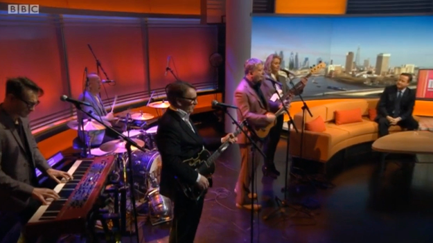 Squeeze change song lyrics to condemn David Cameron in front of him live on 'Andrew Marr Show'