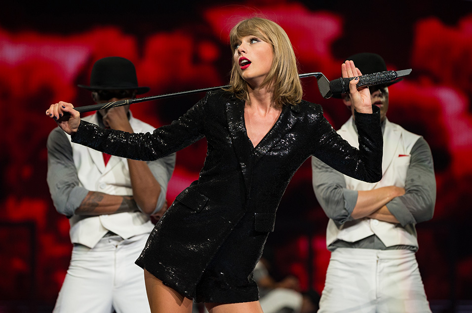 LOS ANGELES, CA - AUGUST 22:  Singer-songwriter Taylor Swift performs onstage during Taylor Swift The 1989 World Tour Live In Los Angeles at Staples Center on August 22, 2015 in Los Angeles, California.  (Photo by Christopher Polk/Getty Images for TAS)