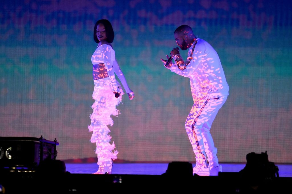 LONDON, ENGLAND - FEBRUARY 24:  Rihanna and Drake perform on stage at the BRIT Awards 2016 at The O2 Arena on February 24, 2016 in London, England.  (Photo by Ian Gavan/Getty Images)