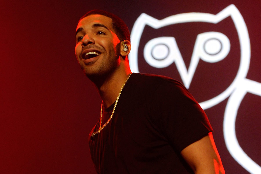 Watch Drake perform 'Hotline Bling' at a young girl's Bat Mitzvah
