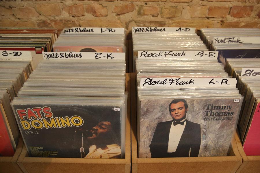 US vinyl sales made more money than free streams last year