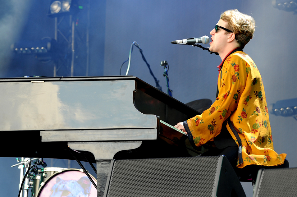 Glastonbury 2016 Tom Odell S Other Stage Set In 17