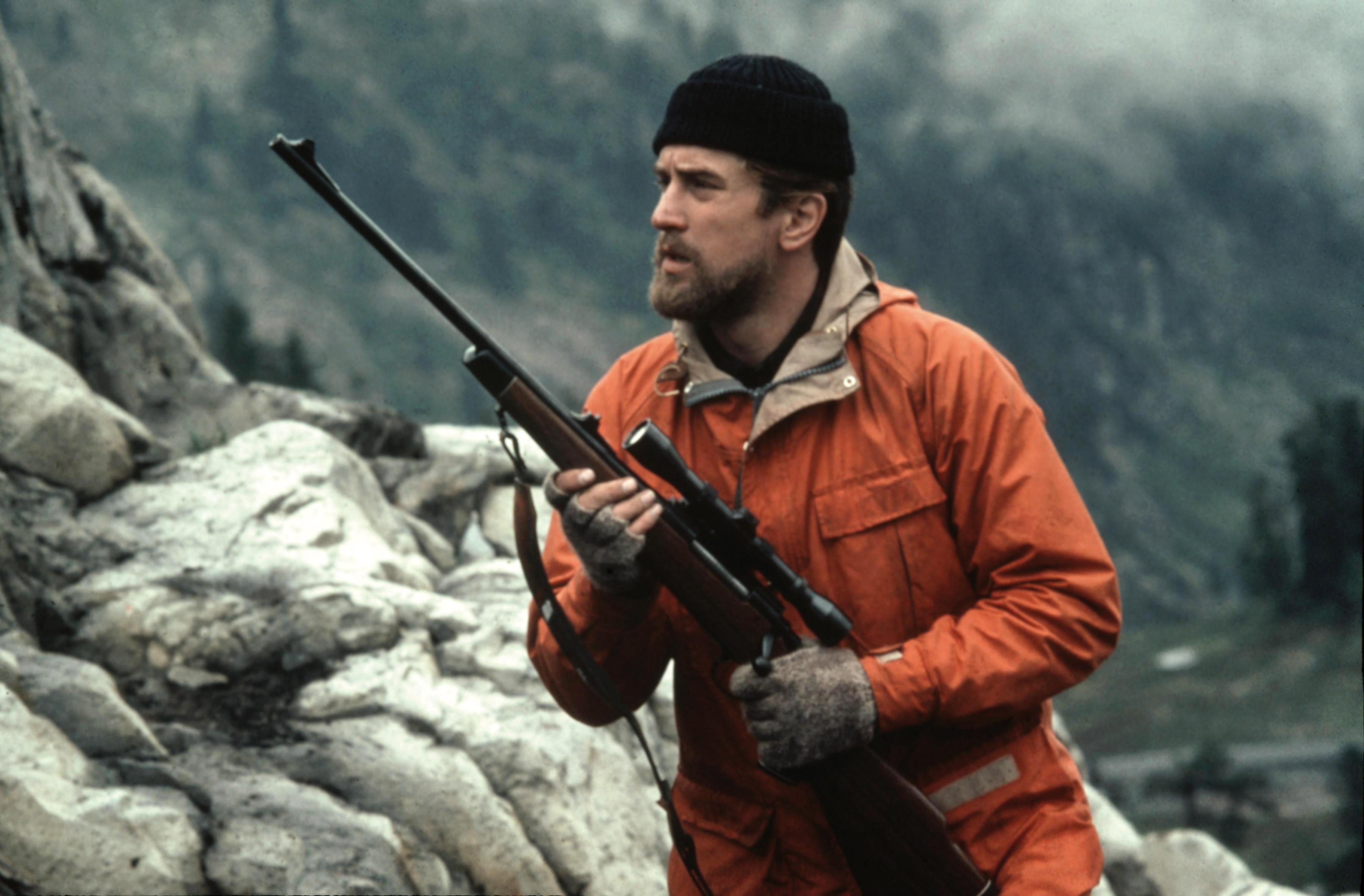 Robert De Niro Pays Tribute To The Deer Hunter Director