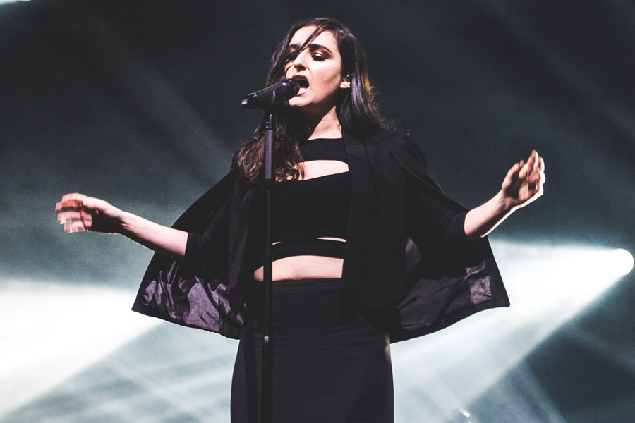 banks makes her tv debut on jimmy kimmel live watch nme