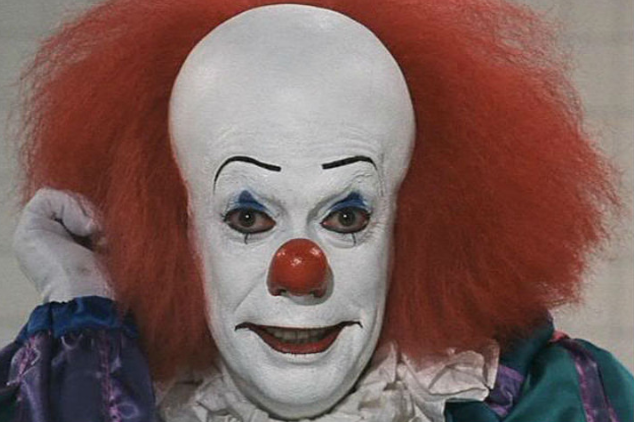 new pennywise the clown image shows full costume from stephen kings it reboot