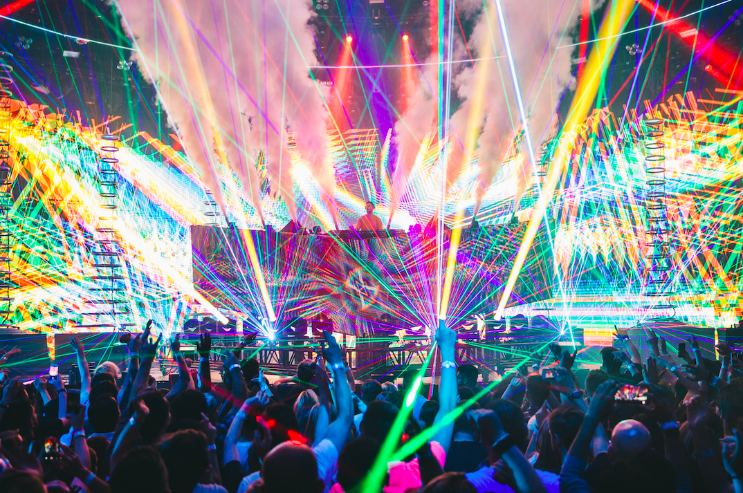 Calvin harris turns london 39 s roundhouse into a sweaty rave for Best rave songs ever