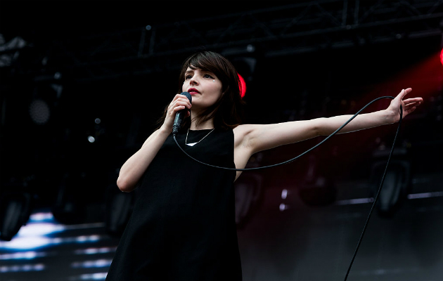 Chvrches Lauren Mayberry Covers Don Healy And Miley Cyrus