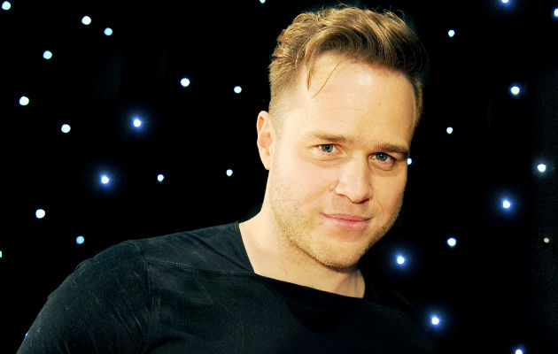Watch Olly Murs Help Choking Diner By Performing Heimlich