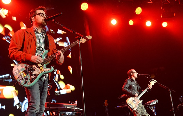 Weezer Christmas.Listen To Rare Weezer Single The Last Days Of Summer Nme
