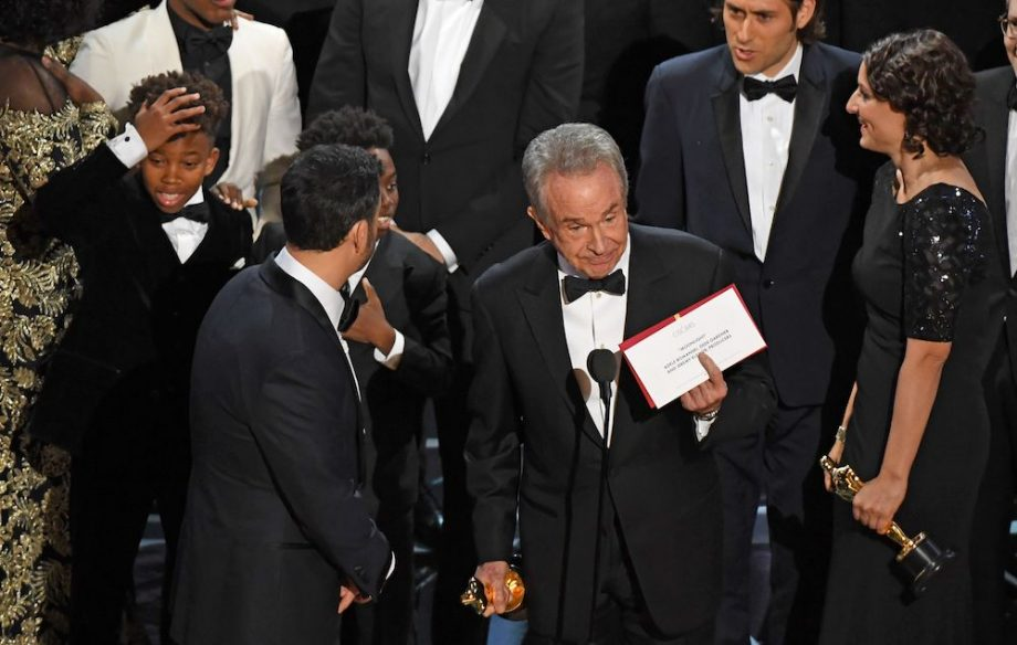 Watch the Oscars mess up and announce the wrong winner for ...