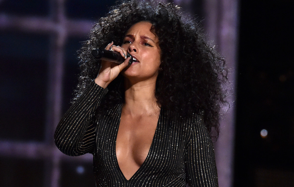 Watch Alicia Keys do i... Alicia Keys