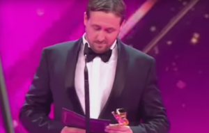 Ryan Gosling lookalike crashes an awards show