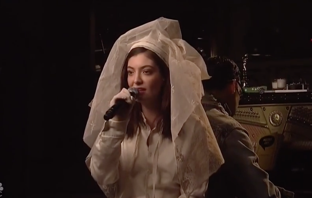 Lorde Performs New Singles On 'Saturday Night Live'
