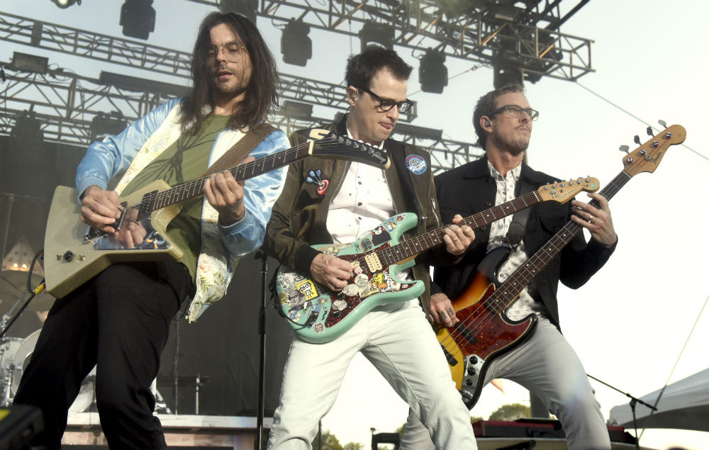 Weezer Announce Uk Tour Dates And Share New Single Feels