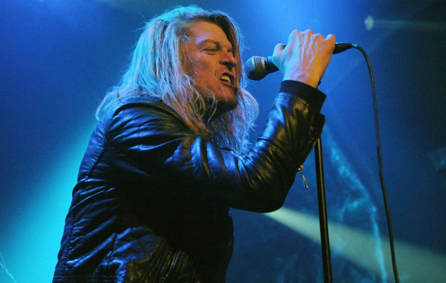 Puddle of Mudd singer walks off stage