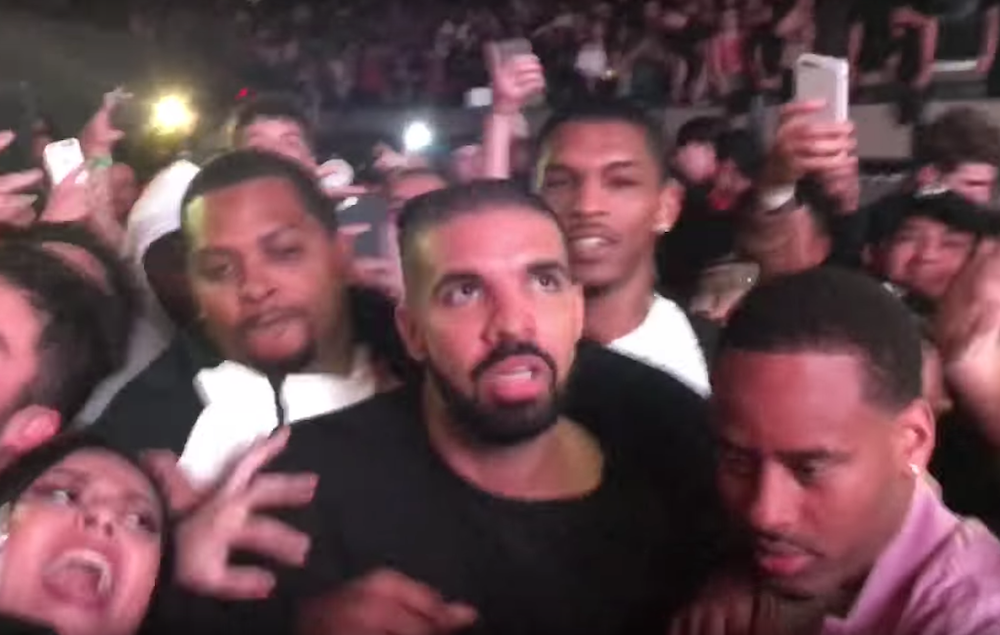 Scott City Ks >> Watch Drake 'mosh' at a Travis Scott concert while surrounded by bodyguards - NME
