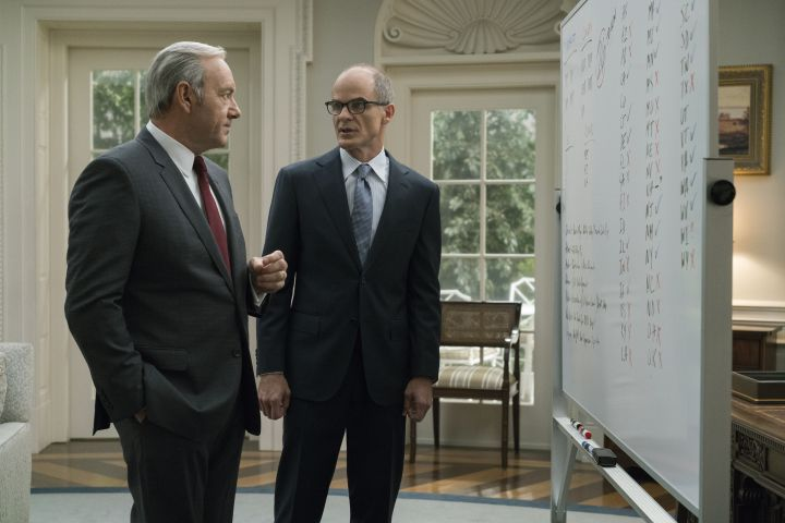 https://ksassets.timeincuk.net/wp/uploads/sites/55/2017/04/houseofcardsseason5_4.jpg