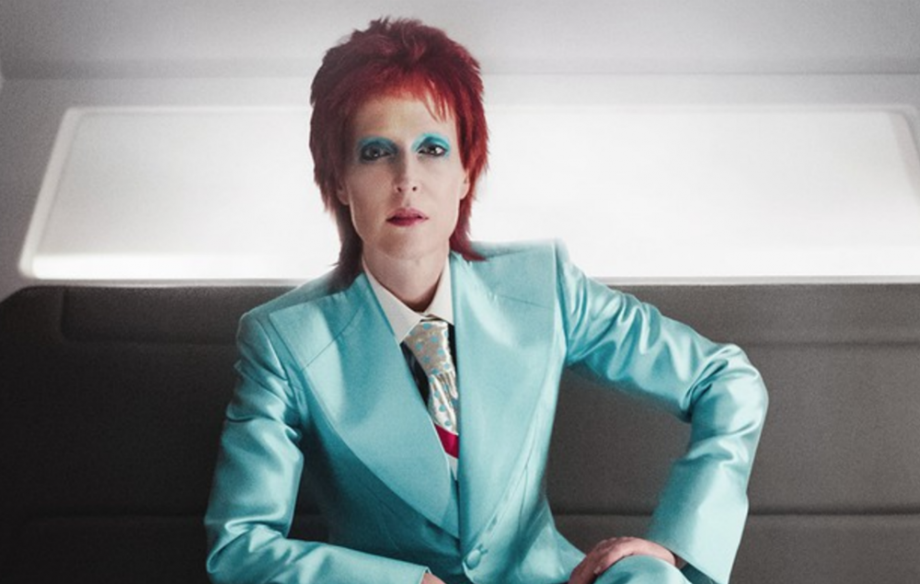 Take A Look At Gillian Anderson As Ziggy Stardust Era