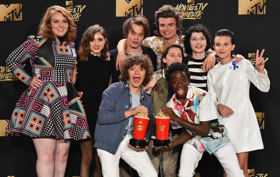 Stranger Things Cast Celebrate Mtv Awards 2017 Win Nme